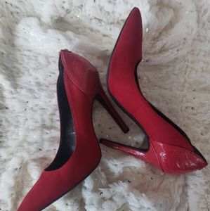 G by GUESS RED SUEDE HEELS WITH SNAKE SKIN DETAIL